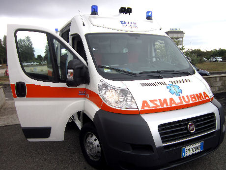 Bologna: in due in bici finiscono contro un muro. Incidente mortale in via dell'Osservanza